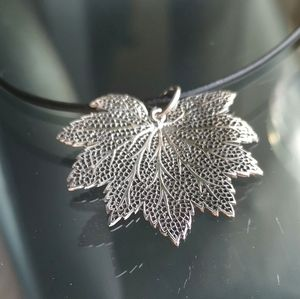 NWT real leaf in Sterling Silver necklace pendant